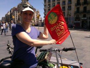 galgui con bandera amics d la bici